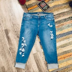 Gap. Girlfriend Cropped Embroidered Jeans Size 16